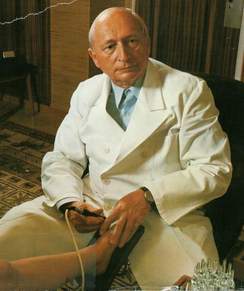 Dr. Reinholdt Voll,