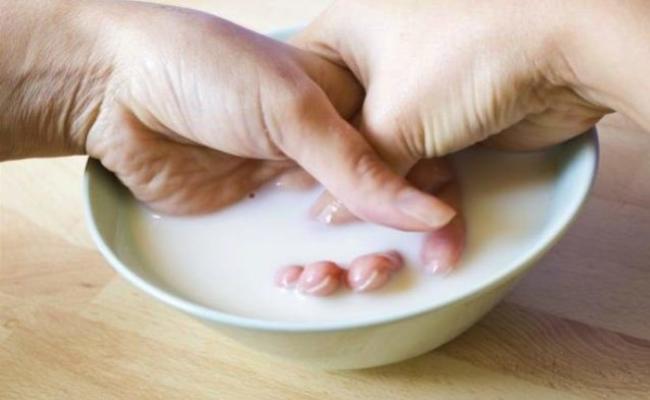 Strengthening-Milk-Bath