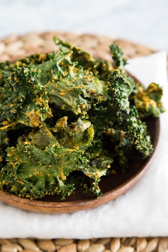 vegan-cheesy-kale-chips2